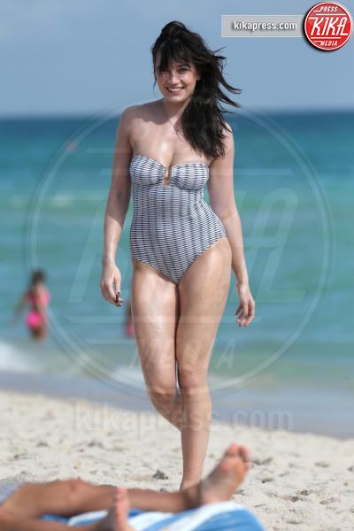 Daisy Lowe - Miami - 22-12-2016 - Estate 2018: Bikini, trikini, intero, qual è il costume per te?