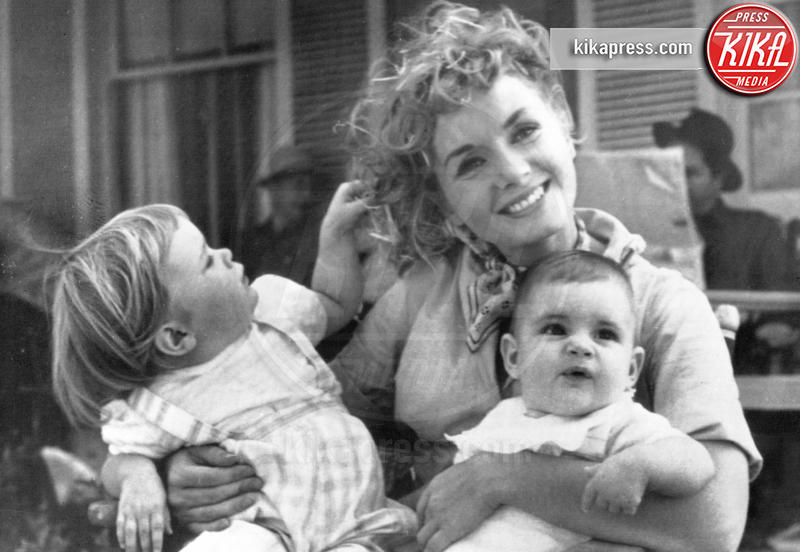 Todd Fisher, Debbie Reynolds, Carrie Fisher - 29-12-2016 - Carrie Fisher, pubblicato il certificato di morte ufficiale