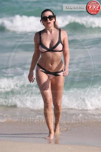 Daisy Lowe - Miami - 02-01-2017 - A fascia, con volant o cutout: scegli il bikini dell'estate!