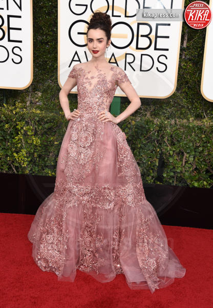 Lily Collins - Beverly Hills - 08-01-2017 - Golden Globe 2017: gli arrivi sul red carpet