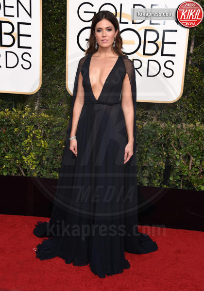 Mandy Moore - Beverly Hills - 08-01-2017 - Golden Globe 2017: il red carpet va preso di petto