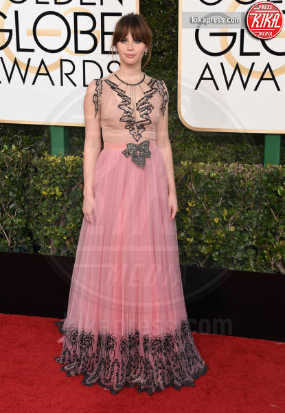 Felicity Jones - Beverly Hills - 08-01-2017 - Golden Globe 2017: gli arrivi sul red carpet