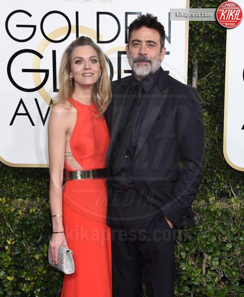 Jeffrey Dean Morgan, Hilarie Burton - Beverly Hills - 08-01-2017 - Golden Globe 2017: va in scena il gioco delle coppie