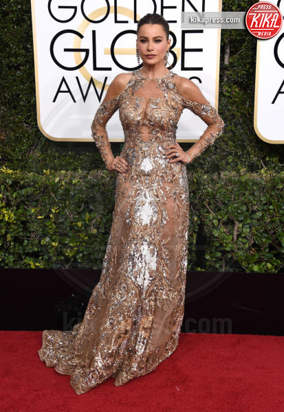 Chrissy Teigen - Beverly Hills - 08-01-2017 - Golden Globe 2017: il red carpet va preso di petto