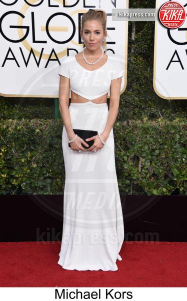 Sienna Miller - Beverly Hills - 08-01-2017 - Golden Globe 2017: tripudio di colori sul red carpet!