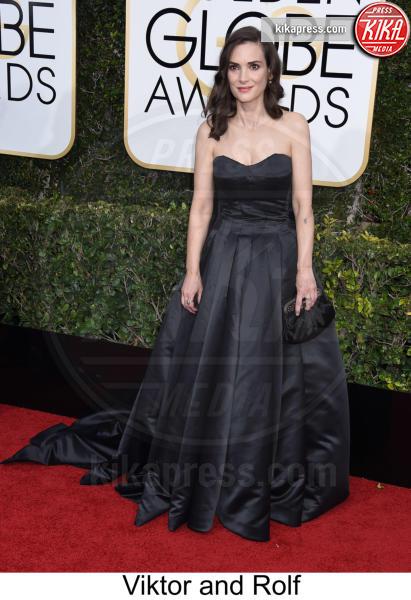 Winona Ryder - Beverly Hills - 08-01-2017 - Golden Globe 2017: tripudio di colori sul red carpet!