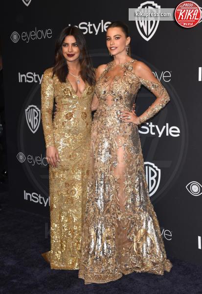 Priyanka Chopra, Sofia Vergara - Beverly Hills - 08-01-2017 - Golden Globe 2017: lo spacco dispettoso di Emily Ratajkowsky