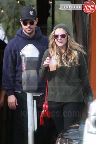 Billie Lourd, Taylor Lautner - Los Angeles - 09-01-2017 - Billie Lourd, prima intervista dalla morte di Carrie Fisher