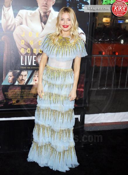 Sienna Miller - Los Angeles - 09-01-2017 - Sienna Miller-Elle Fanning-Zoe Saldana: che trio per Ben Affleck