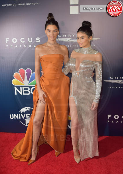 Kendall Jenner, Kylie Jenner - Beverly Hills - 08-01-2017 - Le gambe più sexy? Giudicatele voi...