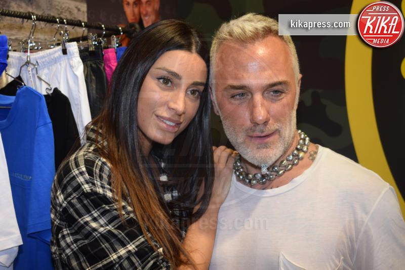 Giorgia Gabriele, Gianluca Vacchi - Firenze - 11-01-2017 - Pitti Immagine Uomo: Gianluca Vacchi e Giorgia Gabriele in love