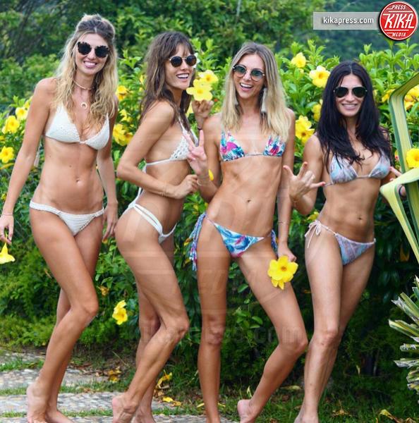 Alessandra Ambrosio - Brasile - 16-01-2017 - Alessandra Ambrosio e le amiche in Brasile: apoteosi di topless!