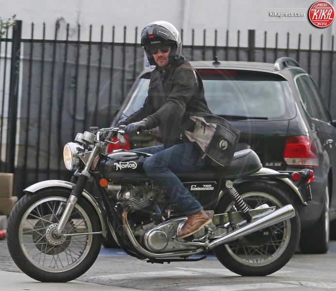 Keanu Reeves - Los Angeles - 13-01-2017 - Keanu Reeves, in sella alla moto verso il futuro