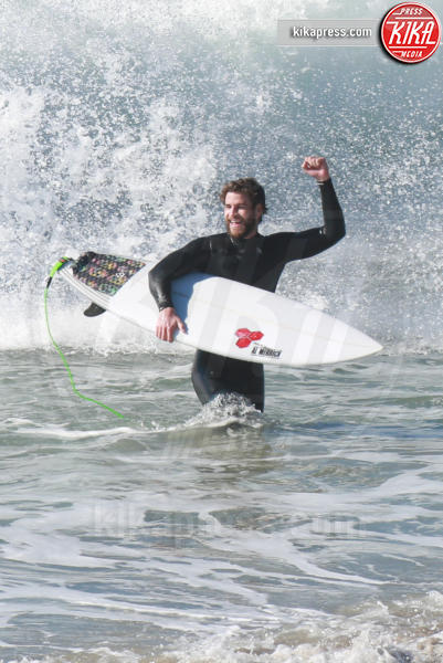 Liam Hemsworth - Malibu - 17-01-2017 - Liam Hemsworth, surf in famiglia: ma chi è il più bravo?