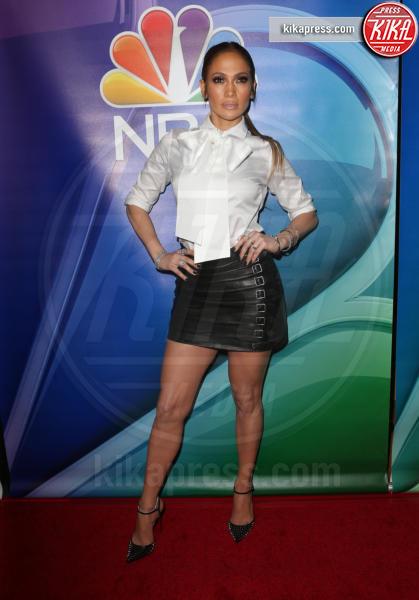 Jennifer Lopez - Pasadena - 18-01-2017 - Il seno di Jennifer Lopez fa impazzire il web