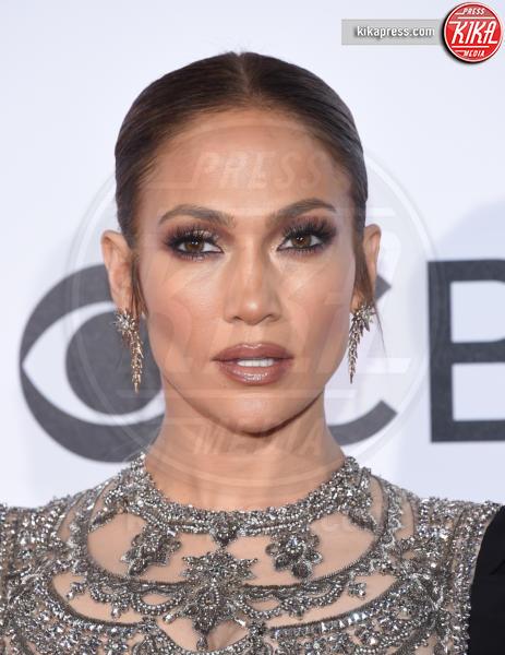Jennifer Lopez - Los Angeles - 18-01-2017 - Specchio delle mie brame,ho le sopracciglia più belle del reame?