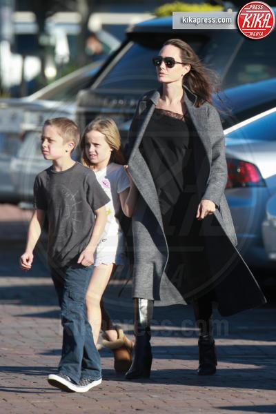 Vivienne Jolie Pitt, Knox Leon Jolie Pitt, Angelina Jolie - Malibu - 28-01-2017 - Maddox Jolie-Pitt: il racconto shock del volontario cambogiano