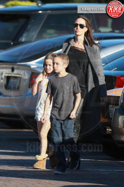 Vivienne Jolie Pitt, Knox Leon Jolie Pitt, Angelina Jolie - Malibu - 28-01-2017 - Ashton Kutcher testimone al Congresso americano. Ecco perché