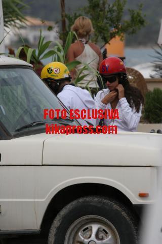 Christian Vieri, Melissa Satta - Formentera - 18-06-2007 - Bobo Vieri e Melissa Satta sul Quad