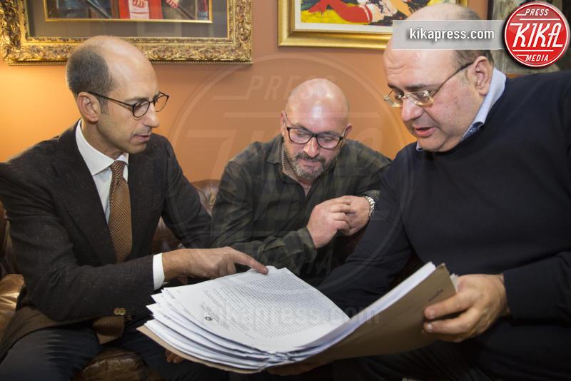 Avv Roberto Chiusolo, Avv Nicola Quaranta, Vincenzo Mundo - Bari - 28-01-2017 - Vincenzo Mundo, 5 mesi in cella per rapina, scagionato dal sosia