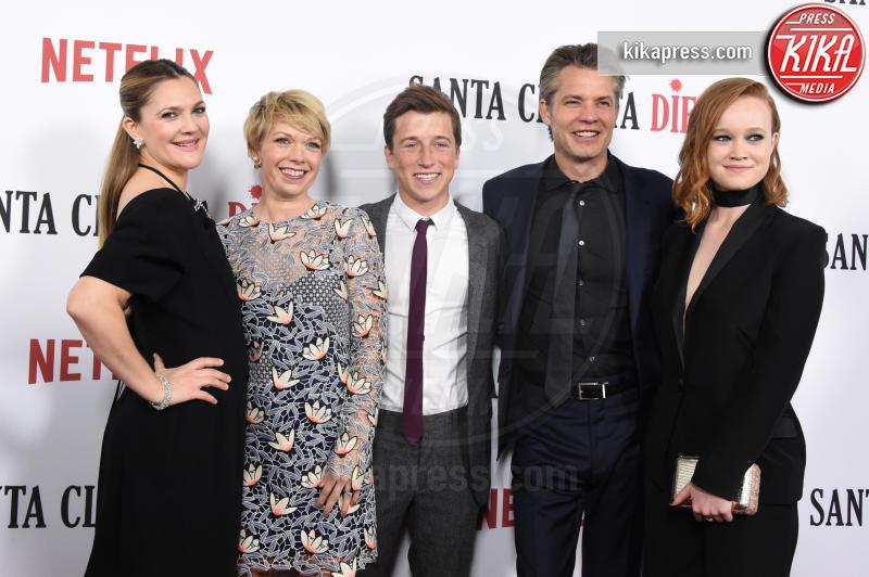 Liv Hewson, Skyler Gisondo, Mary Elizabeth Ellis, Drew Barrymore - Hollywood - 01-02-2017 - Drew Barrymore,altro che zombie alla prima di Santa Clarita Diet