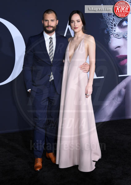 Jamie Dornan, Dakota Johnson - Los Angeles - 02-02-2017 - 50 sfumature di nero: perse nella scollatura di Dakota Johnson