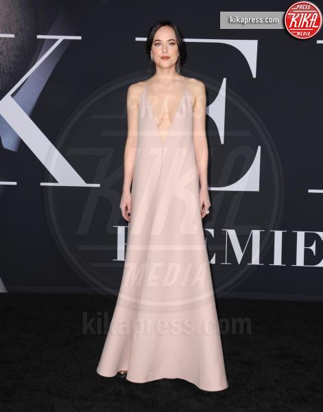 Dakota Johnson - Los Angeles - 03-02-2017 - SAG Awards: Amanda Anka e Dakota Johnson, chi lo indossa meglio?