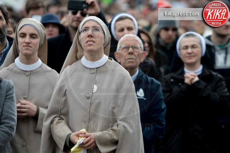 Angelus, Suore - Città del Vaticano - 05-02-2017 - Papa Francesco: