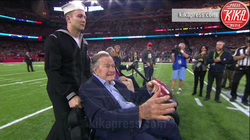 George H.W. Bush, Barbara Bush - 06-02-2017 - Super Bowl: da Emily a Gisele Bundchen, show anche sugli spalti