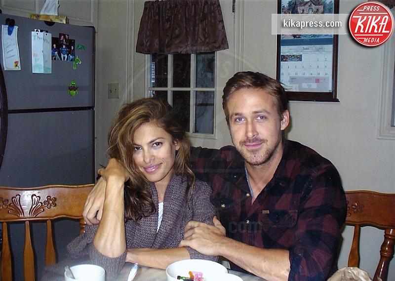 Ryan Gosling, Eva Mendes - Cornwall - 30-11-2015 - L'infanzia da Casanova di Ryan Gosling