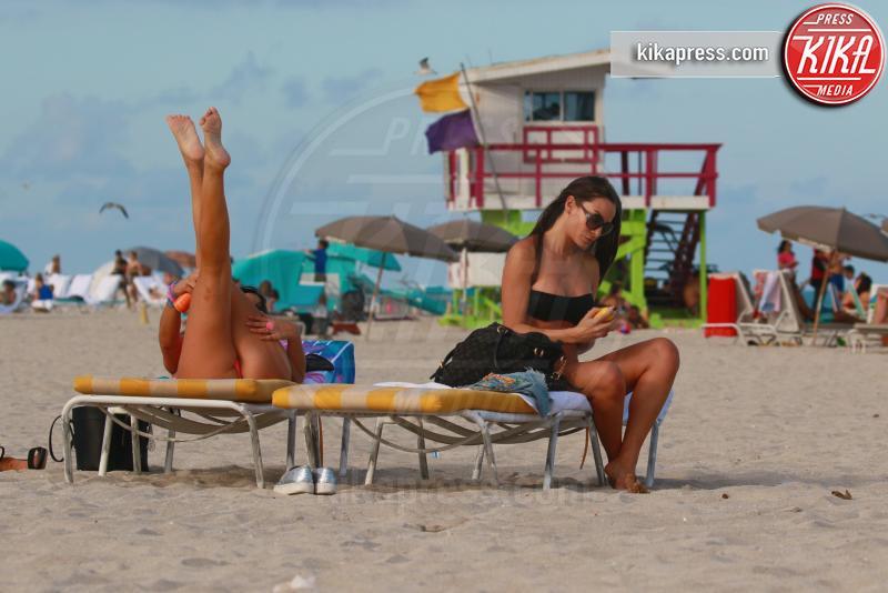 Elisa Scheffler, Claudia Romani - Miami - Claudia Romani torna in forma, siparietto hot a Miami