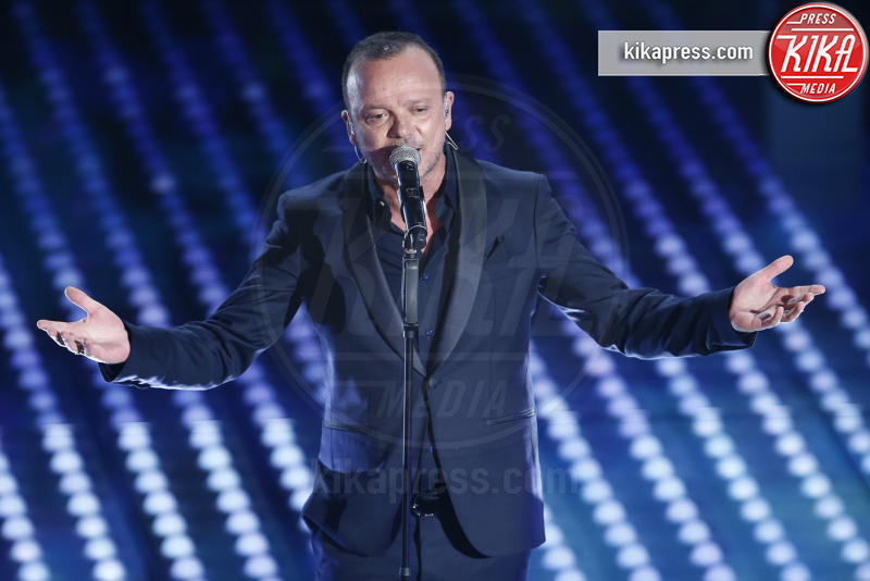 Gigi D'Alessio - Sanremo - 08-02-2017 - Sanremo 2017: le foto della seconda serata