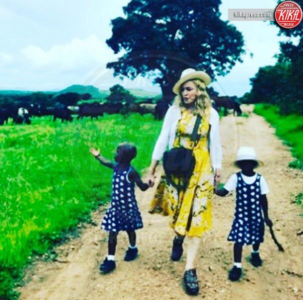 Stella Ciccone, Esther Ciccone, Madonna - Malawi - 10-02-2017 - Clooney-Amal e la carica delle star con gemelli in casa