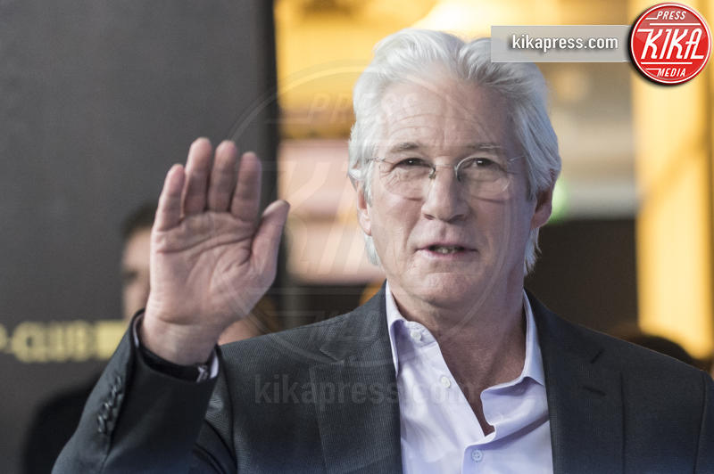 Richard Gere - Berlino - 10-02-2017 - Richard Gere cede al richiamo della televisione