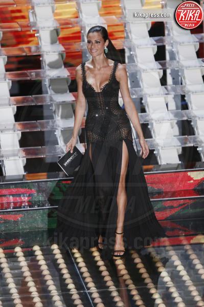 Marica Pellegrinelli - Sanremo - 11-02-2017 - Il segreto dello spacco sexy di Rosario Dawson