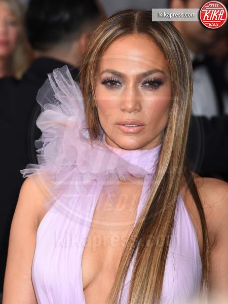 Jennifer Lopez - Los Angeles - 12-02-2017 - Grammy Awards 2017: le dive prendono di petto il red carpet