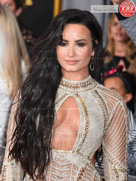 Demi Lovato - Los Angeles - 12-02-2017 - Grammy Awards 2017: le dive prendono di petto il red carpet