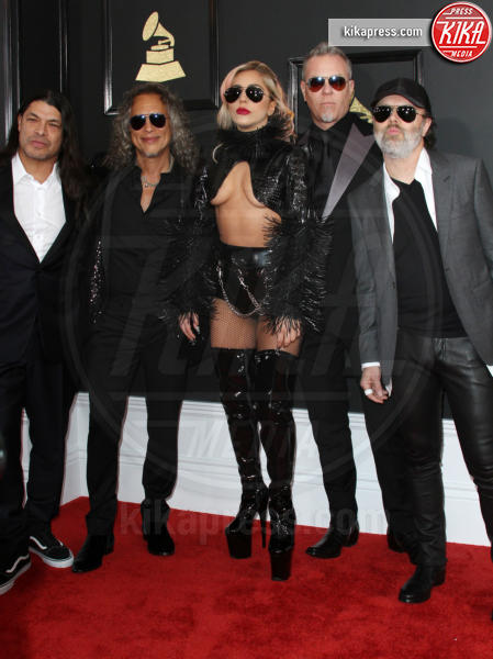 Lady Gaga, Robert Trujillo, Lars Ulrich, Kirk Hammett, James Hetfield - Los Angeles - 12-02-2017 - Grammy Awards 2017: le dive prendono di petto il red carpet