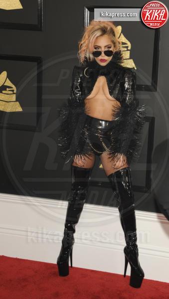 Lady Gaga - Los Angeles - 13-02-2017 - Underboob: lo stile di Emily Ratajkowski è imbattibile