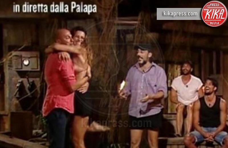 Isola dei Famosi 2017, Dayane Mello, Stefano Bettarini - 14-02-2017 - Isola dei Famosi: è amore tra Dayane Mello e Stefano Bettarini?