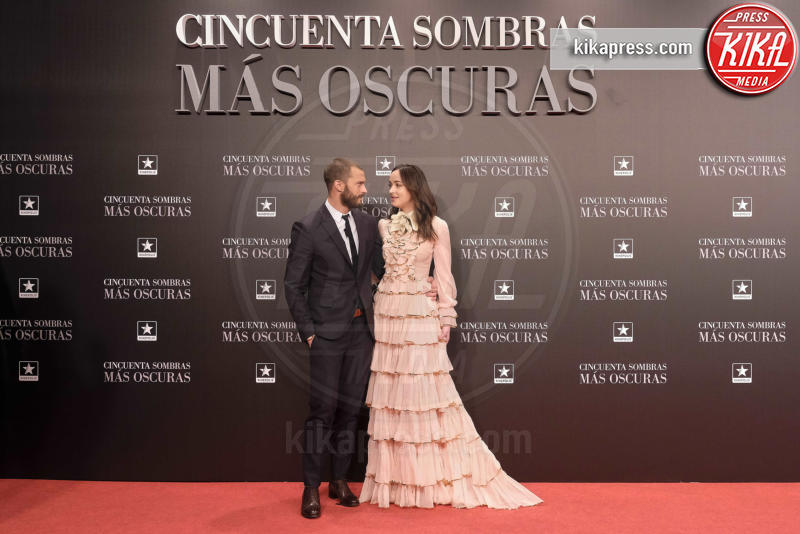 Jamie Dornan, Dakota Johnson - Madrid - 08-02-2017 - Balze, fiocchi e gonnelloni: un red carpet da far west!