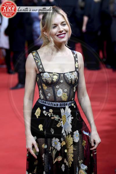 Sienna Miller - Berlino - 14-02-2017 - Berlino, Robert Pattinson impellicciato sul tappeto rosso