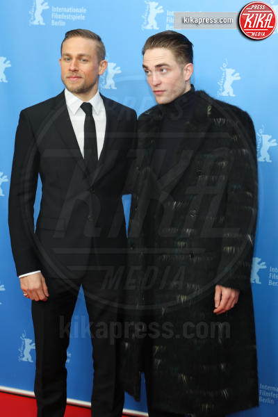 Robert Pattinson, Charlie Hunnam - Berlino - 14-02-2017 - Berlino, Robert Pattinson impellicciato sul tappeto rosso