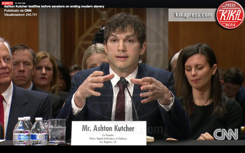 Ashton Kutcher - Washington - 15-02-2017 - Ashton Kutcher testimone al Congresso americano. Ecco perché