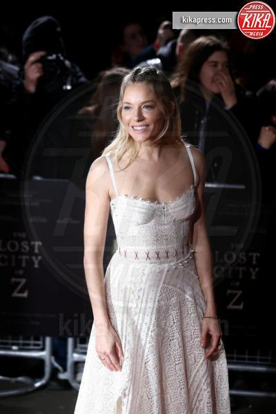 Sienna Miller - 16-02-2017 - Robert Pattinson e FKA Twigs, amore a gonfie vele!