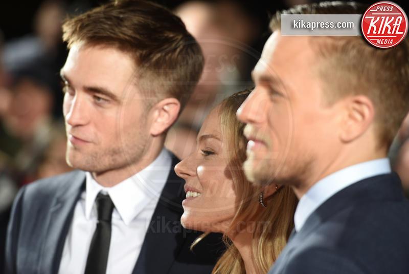 FKA Twigs, Robert Pattinson, Sienna Miller - Londra - 16-02-2017 - Robert Pattinson e FKA Twigs, amore a gonfie vele!