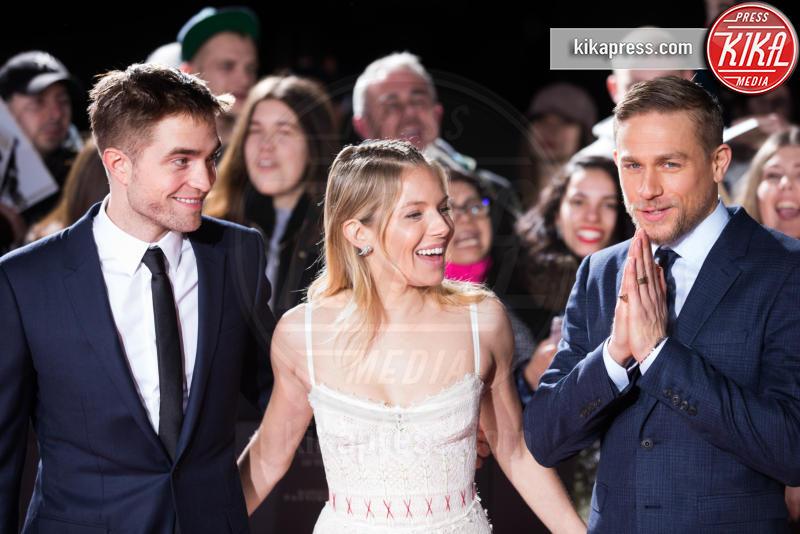 Robert Pattinson, Sienna Miller - Londra - 16-02-2017 - Robert Pattinson e FKA Twigs, amore a gonfie vele!