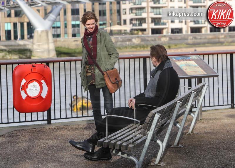 Thomas Brodie-Sangster, Liam Neeson - Londra - 16-02-2017 - Love Actually: il cast originale torna sul set 14 anni dopo