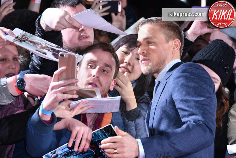 Charlie Hunnam - Londra - 16-02-2017 - Robert Pattinson e FKA Twigs, amore a gonfie vele!