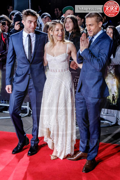 Robert Pattinson, Sienna Miller, Charlie Hunnam - Londra - 16-02-2017 - Robert Pattinson e FKA Twigs, amore a gonfie vele!